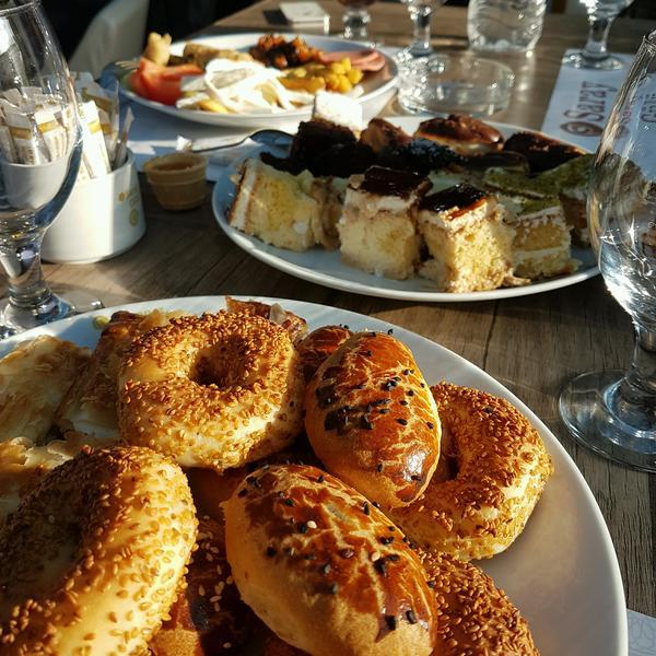 مطعم Saray Gülü Café