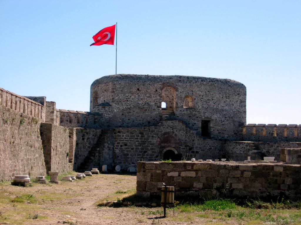 قلعة بوزكادا
