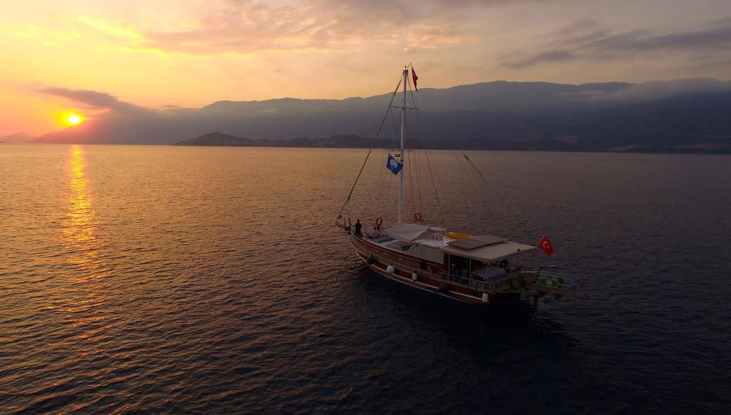 fethiya tours sunset moonlight cruise