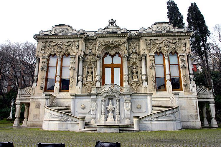 قصر اهلامور