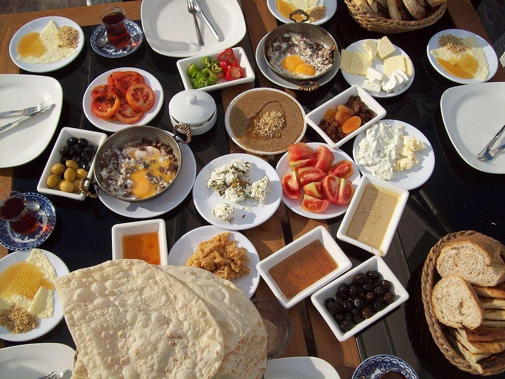 مائده الفطور التركي