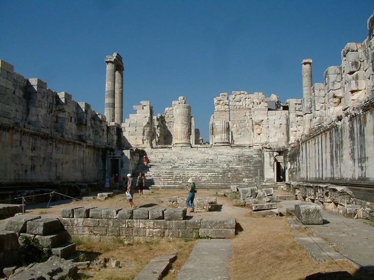 معبد ابولو من الداخل
