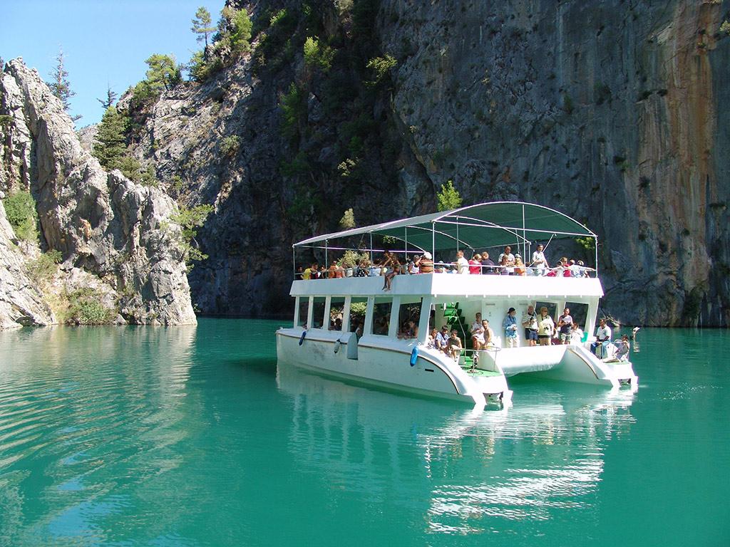 رحلة قارب فى الوادى الأخضر