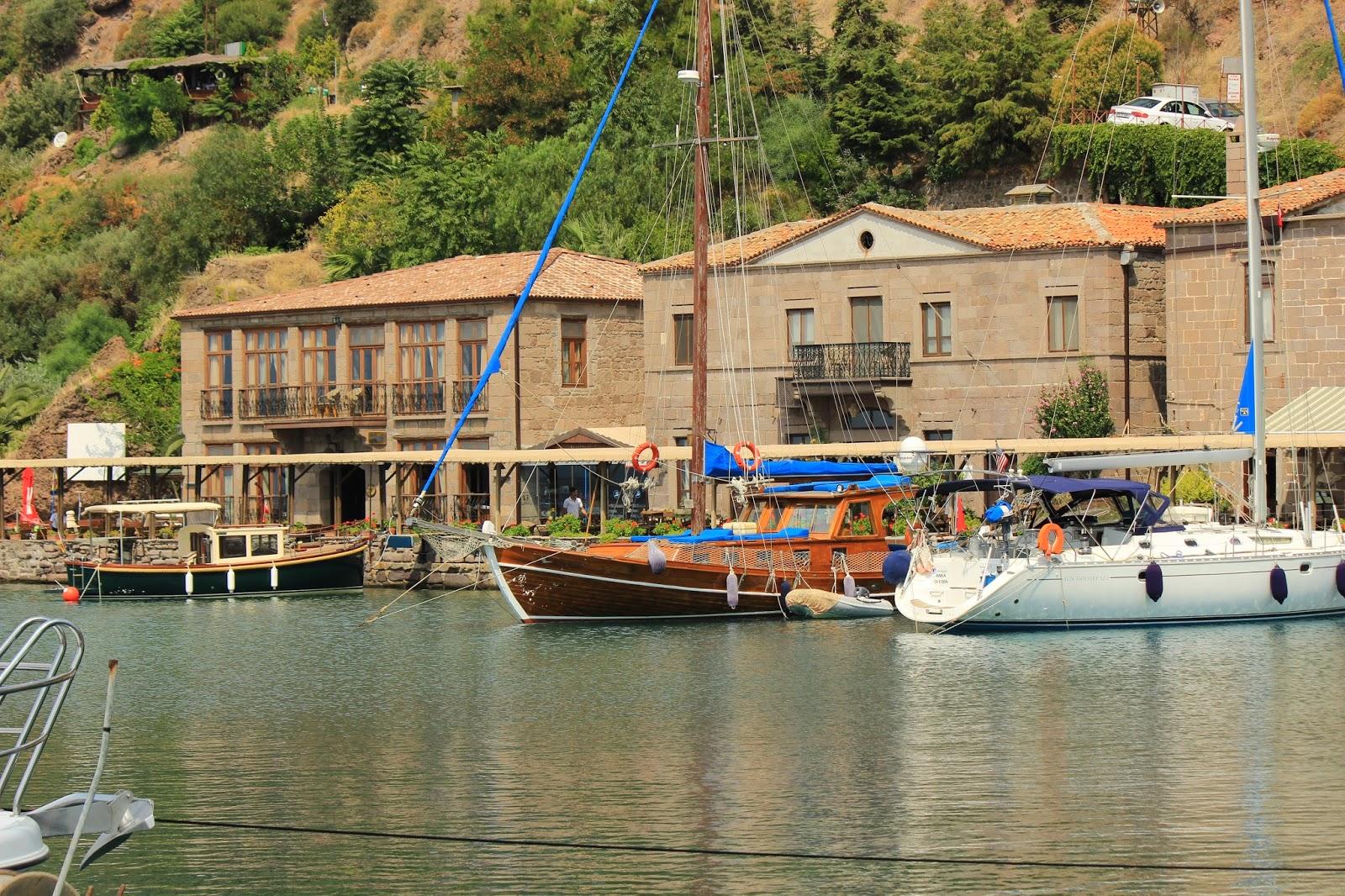 ميناء مدينة أسوس